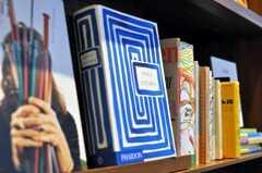 アート系の本もあります。(2009-12-21,共用部,OTHER,1F)