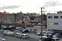建物内部からは線路が見えます。(2009-12-21,共用部,OTHER,2F)