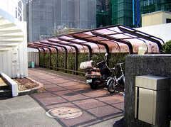 駐輪場は屋根付きです。(2007-03-10,共用部,GARAGE,1F)
