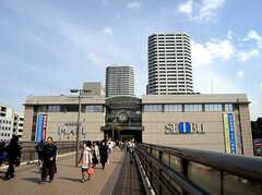 東戸塚駅前の西武百貨店の様子。他にもOlympicやサミット等の大型施設が多数あります。(2007-03-10,共用部,ENVIRONMENT,1F)