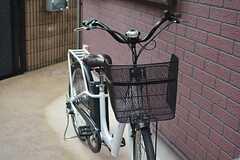 周辺は坂が多いため、レンタル自転車が備え付けてあります。(2014-10-15,共用部,GARAGE,1F)