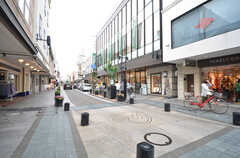 商店街の様子。飲食、ファッショングッズのお店が多いですが、スーパーもあります。(2015-05-19,共用部,ENVIRONMENT,1F)