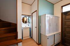 玄関の隣は洗面台とトイレです。(2019-12-06,共用部,WASHSTAND,1F)