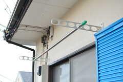 窓の外に洗濯物が干せます。(101号室)(2019-12-06,専有部,ROOM,1F)