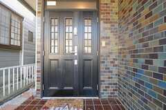 シェアハウスの正面玄関。(2013-11-27,周辺環境,ENTRANCE,1F)