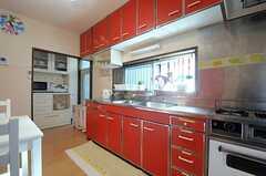 キッチンの様子。(2013-11-27,共用部,KITCHEN,1F)