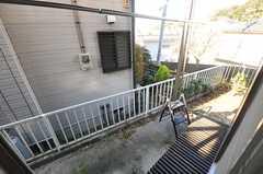窓の外には物干しができる器具が取り付けられています。(101号室)(2013-11-27,専有部,ROOM,1F)