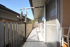 窓の外は共用のベランダです。(203号室)(2013-11-27,専有部,ROOM,2F)