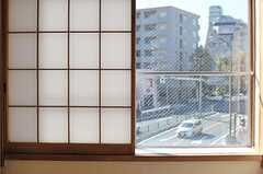 窓は大通りに面しています。(301号室)(2012-11-21,専有部,ROOM,3F)