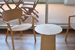 ナチュラルな木製の椅子とテーブル。(2017-04-06,共用部,LIVINGROOM,2F)