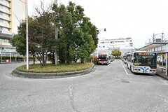 東急田園都市線・青葉台駅前にはバスロータリーがあります。(2017-04-06,共用部,ENVIRONMENT,1F)