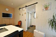 リビングの隣にシャワールームとランドリールームがあります。(2020-12-16,共用部,OTHER,1F)