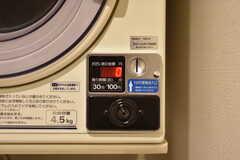 乾燥機はコイン式です。(2018-08-03,共用部,LAUNDRY,1F)