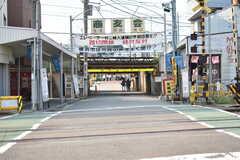京急本線・生麦駅周辺の様子4。踏切が何本も連なっています。(2018-08-03,共用部,ENVIRONMENT,1F)
