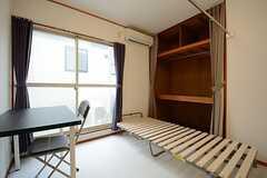 ベッドを広げるとこんな感じ。(201号室)(2014-10-23,専有部,ROOM,2F)