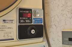 洗濯機は無料、乾燥機はコイン式です。(2014-05-15,共用部,LAUNDRY,1F)