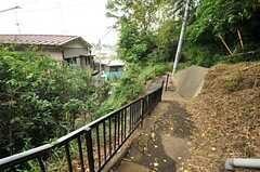 緑豊かな高台の上にあります。(2014-05-15,共用部,ENVIRONMENT,1F)