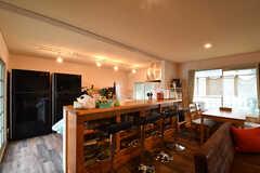 カウンターテーブルの様子。裏川がキッチンです。(2017-08-31,共用部,LIVINGROOM,1F)