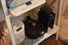 炊飯器やコーヒーメーカーも用意されています。(2017-08-31,共用部,KITCHEN,1F)