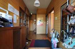 正面玄関から見た内部の様子。右手の奥がリビングです。(2012-12-11,周辺環境,ENTRANCE,1F)