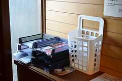 靴箱の上には、郵便物を部屋ごとに分けるトレイがあります。(2012-12-11,周辺環境,ENTRANCE,1F)