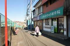 東急東横線・白楽駅前の様子。(2012-12-11,共用部,ENVIRONMENT,2F)