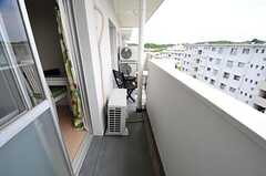 ベランダは、リビング前から繋がっています。(5011号室)(2012-06-07,専有部,ROOM,5F)