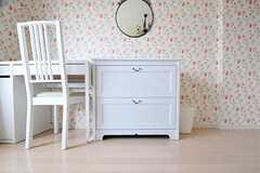 収納は、各部屋に異なるデザインのものが置かれています。(5013号室)(2012-06-07,専有部,ROOM,5F)