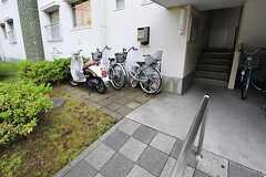 駐輪場の様子。(2012-06-07,共用部,GARAGE,1F)