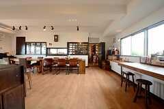 ラウンジの様子。奥がキッチンです。(2014-09-16,共用部,LIVINGROOM,1F)