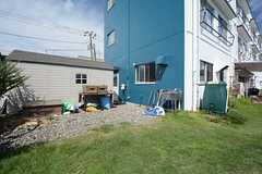 庭の一角に倉庫が建てられています。(2014-09-16,共用部,GARAGE,1F)