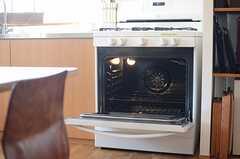 ワイドなオーブン付きです。(2014-09-16,共用部,KITCHEN,1F)