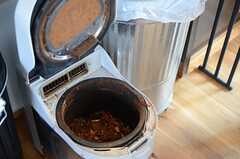生ごみを乾燥させて肥料にするマシン。(2014-09-16,共用部,KITCHEN,1F)
