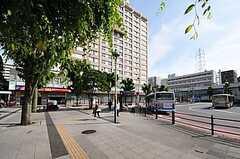 JR根岸線・洋光台駅の様子。横浜・関内・品川直結。駅前には100円ショップ、スーパー、コンビニなどが揃っています。(2013-09-16,共用部,ENVIRONMENT,1F)