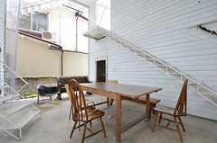 家具は入居者さんが持ち寄ったものだそう。(2015-08-19,共用部,LIVINGROOM,1F)