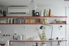 本棚の様子。備品は入居者さんの私物です。(204号室)(2015-08-19,専有部,ROOM,2F)
