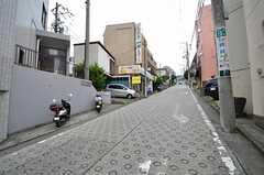 駅からは道程は一部坂道があります。(2015-08-19,共用部,ENVIRONMENT,1F)