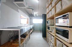キッチンの様子。(2015-10-05,共用部,KITCHEN,1F)