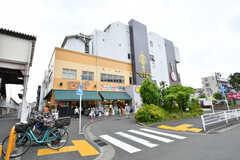 相鉄線・上星川駅前のスーパーの様子。ジムと銭湯も併設しています。(2017-05-17,共用部,ENVIRONMENT,1F)