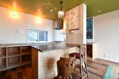 キッチン側にはカウンターテーブルが設置されています。(2018-01-25,共用部,KITCHEN,1F)