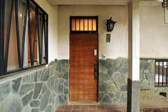 シェアハウスの正面玄関。(2011-10-20,周辺環境,ENTRANCE,1F)