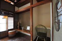 向かって右、白く塗られた空間が共用PCの設置予定場所です。(2011-10-20,共用部,LIVINGROOM,1F)