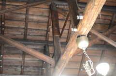 リビングの天井は抜けています。奉上棟の札も見えます。(2011-10-20,共用部,OTHER,1F)