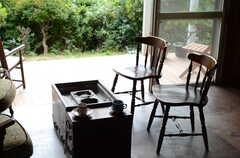 そのままウッドデッキのテラスに出られます。(2011-10-20,共用部,LIVINGROOM,1F)