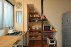 食器棚の様子。(2011-10-20,共用部,KITCHEN,1F)