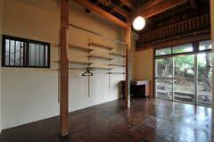 専有部の様子。床はラーチ合板に塗装がされたもの。(103号室)(2011-10-20,専有部,ROOM,1F)