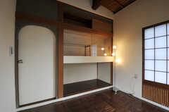 専有部の様子2。ドア周りのアールが良い感じです。(108号室)(2011-10-20,専有部,ROOM,1F)