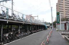 京急線・井土ヶ谷駅前の様子。スーパーがあります。(2011-10-20,共用部,ENVIRONMENT,1F)