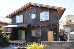 シェアハウスの外観。ロッヂのようなかわいらしいデザインです。(2013-12-12,共用部,OUTLOOK,1F)