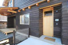 シェアハウスの正面玄関。(2013-12-12,周辺環境,ENTRANCE,1F)